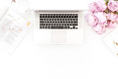 Annika Vallgren webbdesigner på hjälp med hemsidan